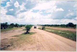 Sudan_Rumbek_road_alongside_airstrip_2004