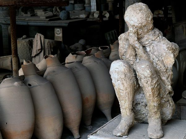 101102-plaster-body-cast-of-pompeii-victim_28275_600x450