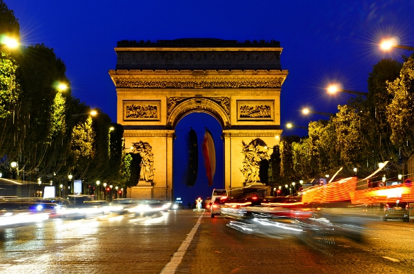 Arc-de-Triomphe-at-night-in-Paris-France