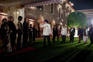 President-Barack-Obama-and-First-Lady-Michelle-Obama-at-the-State-Dinner-in-New-Dehli-India-602x401